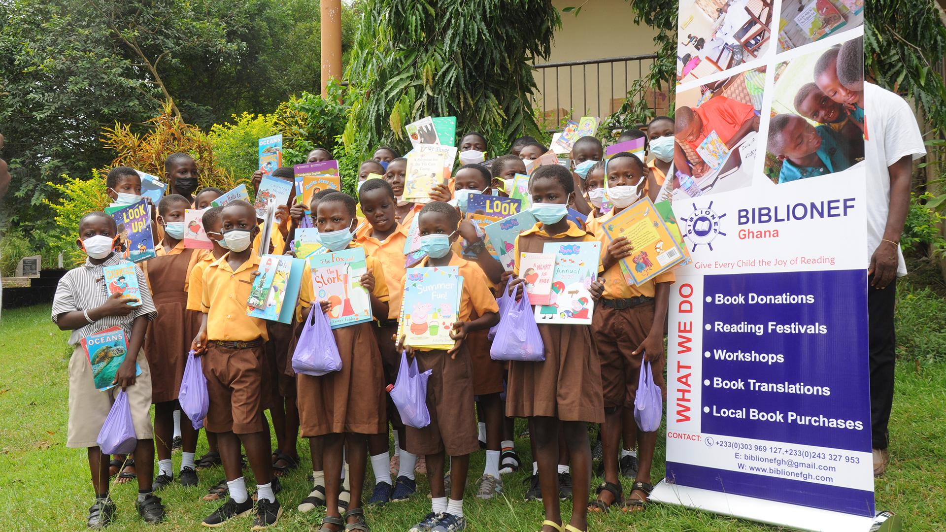 Een boek om te bewaren en thuis te lezen! 600 boeken voor 600 kinderen in Assin Nkran, Ghana